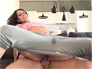 Spanish rollergirl gets her supah raw pussy banged
