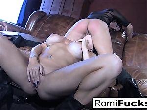 Romi Rain super hot lezzie bang-out