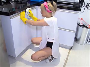 OPERACION LIMPIEZA - Colombian maid gets banged firm