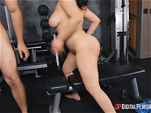 JMac ravages honey in the gym