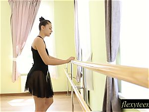 mind-blowing woman Regina does gymnastic acting