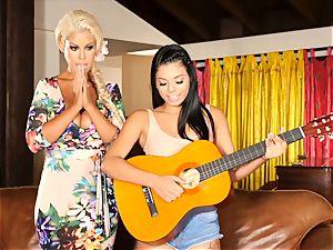 Bridgette B teaches Gina Valentina a super-hot lesson