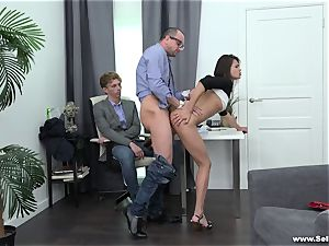 Sell Your girlfriend - romped by the husband's chief
