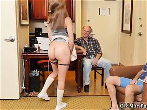 ginormous tit nurse hand-job presenting Dukke