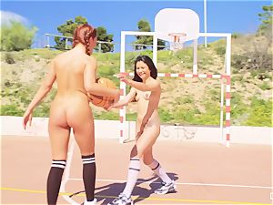 CHICAS LOCA - super-steamy Jade Presley lesbo locker room hookup