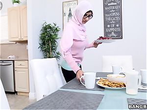 Mia khalifa cool double blow-job and cool fuck
