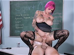 burst Class Sn 5 with super-steamy squirter Anna Bell Peaks