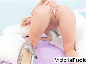 Victoria shares her amazing figure