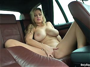 Carol Goldnerova luvs Backseat joy