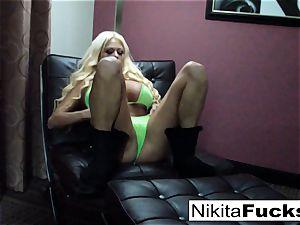 phat knocker Nikita plays with herself